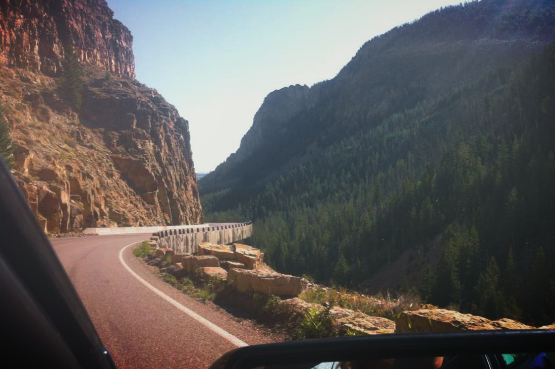 Yellowstone highway-bgd