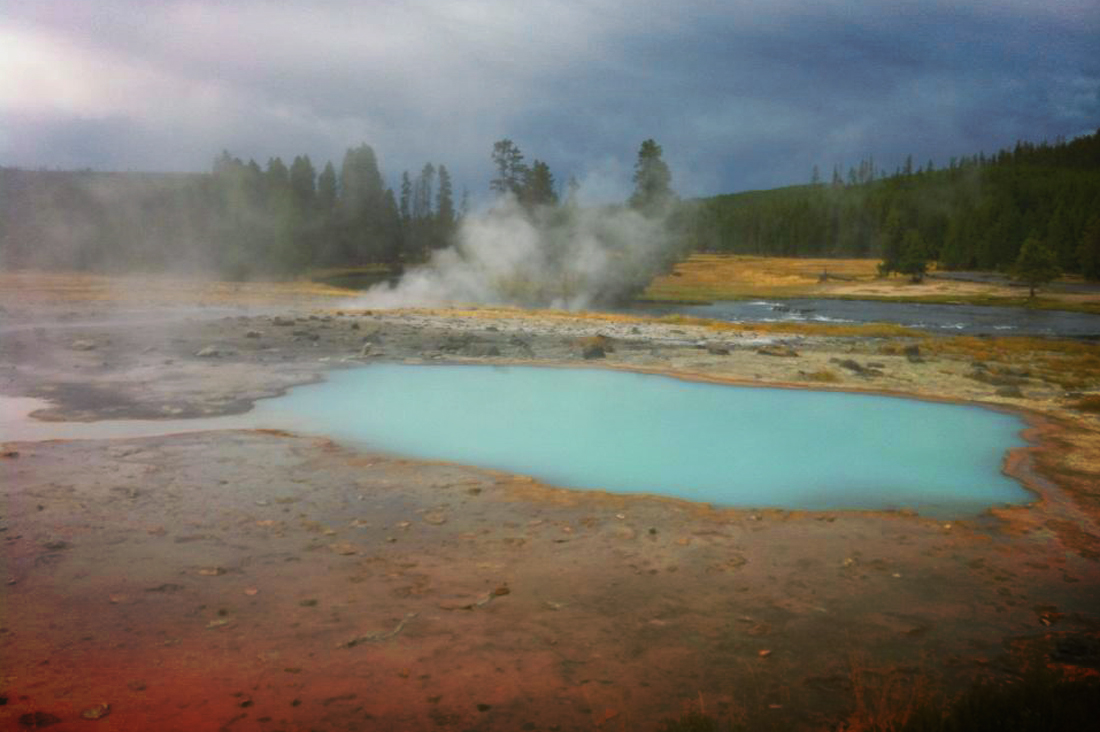 Yellowstone scenery-bgd